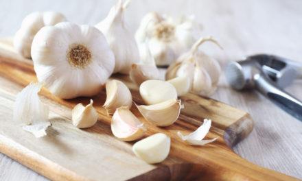 Les bienfaits de l'ail cru et de l'ail cuit